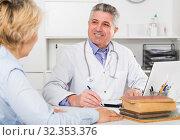Купить «Professor of medicine training colleague», фото № 32353376, снято 13 июля 2020 г. (c) Яков Филимонов / Фотобанк Лори