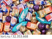 Купить «Разные шоколадные конфеты», эксклюзивное фото № 32353668, снято 15 декабря 2018 г. (c) Dmitry29 / Фотобанк Лори