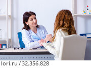 Купить «Young pregnant woman visiting experienced doctor gynecologist», фото № 32356828, снято 11 марта 2019 г. (c) Elnur / Фотобанк Лори