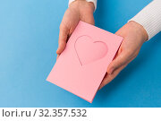 Купить «hands holding greeting card with heart», фото № 32357532, снято 12 декабря 2018 г. (c) Syda Productions / Фотобанк Лори