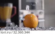 Orange and ice for refreshing drink. Стоковое видео, видеограф Данил Руденко / Фотобанк Лори