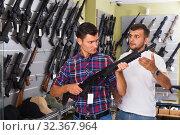 Купить «Men choosing air weapon», фото № 32367964, снято 4 июля 2017 г. (c) Яков Филимонов / Фотобанк Лори