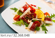 Купить «Tasty Magret de canard seche salad», фото № 32368048, снято 20 ноября 2019 г. (c) Яков Филимонов / Фотобанк Лори