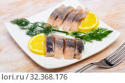 Marinated herring with sliced lemon and dill. Стоковое фото, фотограф Яков Филимонов / Фотобанк Лори