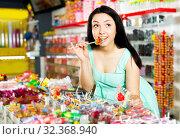 Купить «Woman posing to photographer with lollypop», фото № 32368940, снято 25 апреля 2017 г. (c) Яков Филимонов / Фотобанк Лори
