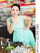 Cute sexy female posing in the store with lolly. Стоковое фото, фотограф Яков Филимонов / Фотобанк Лори