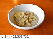 Купить «Organic oatmeal porridge with butter and dried bananas. Healthy breakfast and diet concept», фото № 32369732, снято 26 марта 2018 г. (c) Валерия Попова / Фотобанк Лори