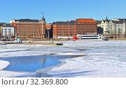 Купить «Spring landscape. Pohjoisranta embankment in Helsinki, Finland», фото № 32369800, снято 26 марта 2018 г. (c) Валерия Попова / Фотобанк Лори
