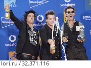 Купить «Tre Cool, Mike Dirnt, Billie Joe Armstrong from Geen Day attends 2019 MTV Europe Music Awards (EMAs) - Winners Room at FIBES Conference and Exhibition Centre on November 3, 2019 in Sevilla, Spain», фото № 32371116, снято 3 ноября 2019 г. (c) age Fotostock / Фотобанк Лори