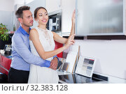 Купить «Couple looking for new wonderful cooking top», фото № 32383128, снято 15 июня 2017 г. (c) Яков Филимонов / Фотобанк Лори