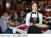 Купить «Smiling waitress with serving tray», фото № 32386064, снято 2 ноября 2018 г. (c) Яков Филимонов / Фотобанк Лори