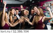 Colleagues dancing with cocktails. Стоковое фото, фотограф Яков Филимонов / Фотобанк Лори