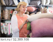 Купить «mature woman consumer with pillow», фото № 32389108, снято 29 ноября 2017 г. (c) Яков Филимонов / Фотобанк Лори