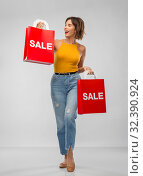 Купить «happy smiling young woman with shopping bags», фото № 32390924, снято 30 сентября 2019 г. (c) Syda Productions / Фотобанк Лори