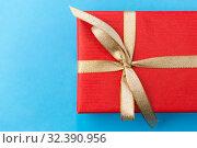 Купить «christmas red gift box on blue background», фото № 32390956, снято 11 декабря 2018 г. (c) Syda Productions / Фотобанк Лори