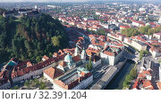 Купить «Panoramic aerial view of Ljubljana downtown with ancient castle complex on hilltop in sunny autumn morning, Slovenia», видеоролик № 32391204, снято 4 сентября 2019 г. (c) Яков Филимонов / Фотобанк Лори