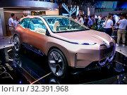 Купить «BMW iNext», фото № 32391968, снято 17 сентября 2019 г. (c) Art Konovalov / Фотобанк Лори
