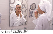Woman brushing her teeth in a front of the mirror. Стоковое видео, видеограф Илья Шаматура / Фотобанк Лори