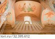 Купить «Фрески на стенах Духовской церкви (Сошествия Святого Духа на апостолов), Троице-Сергиева лавра», фото № 32395612, снято 10 мая 2018 г. (c) Юлия Бабкина / Фотобанк Лори