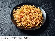 Купить «french crispy fried onions on a plate», фото № 32396584, снято 18 сентября 2019 г. (c) Oksana Zh / Фотобанк Лори