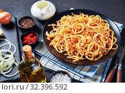 Купить «french crispy fried onions served on a plate», фото № 32396592, снято 18 сентября 2019 г. (c) Oksana Zh / Фотобанк Лори