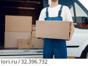 Deliveryman with carton box at the car, delivery. Стоковое фото, фотограф Tryapitsyn Sergiy / Фотобанк Лори
