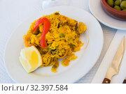 Купить «Paella with shrimp, pepper, vegetables and lemon on platter», фото № 32397584, снято 21 ноября 2019 г. (c) Яков Филимонов / Фотобанк Лори