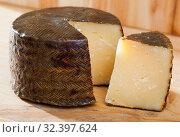 Купить «Manchego – traditional Spanish cheese», фото № 32397624, снято 6 апреля 2020 г. (c) Яков Филимонов / Фотобанк Лори