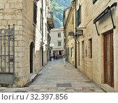 Купить «Kotor, Montenegro - June 10. 2019. Tourists on a narrow street in the Old Town», фото № 32397856, снято 10 июня 2019 г. (c) Володина Ольга / Фотобанк Лори