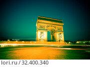 Купить «Der Triumpfbogen ( Arc de Triomphe ) in Paris, Frankreich. Eines der Wahrzeichen der Stadt. Bei Nacht.», фото № 32400340, снято 30 марта 2020 г. (c) age Fotostock / Фотобанк Лори