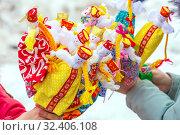 Купить «Russia, Samara, March 2019: Disposable Shrovetide dolls prepared for burning at the winter farewell festival.», фото № 32406108, снято 10 марта 2019 г. (c) Акиньшин Владимир / Фотобанк Лори