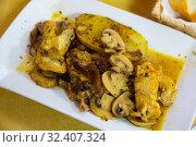 Купить «Chicken with Champignon and garlic», фото № 32407324, снято 4 декабря 2019 г. (c) Яков Филимонов / Фотобанк Лори