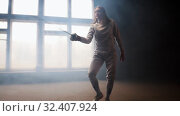 Купить «A young woman fencer walking to the fighting area with loose hair in white costume performing basic attack movements», видеоролик № 32407924, снято 21 февраля 2020 г. (c) Константин Шишкин / Фотобанк Лори