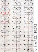 Купить «Glasses showcase in modern optic shop», фото № 32410372, снято 27 августа 2019 г. (c) Яков Филимонов / Фотобанк Лори