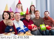 Friendly family making numerous photos. Стоковое фото, фотограф Яков Филимонов / Фотобанк Лори
