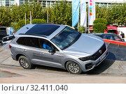 Купить «Volkswagen Touareg», фото № 32411040, снято 17 сентября 2019 г. (c) Art Konovalov / Фотобанк Лори