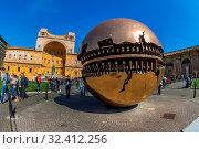 Italien, Rom, Vatikanisches Museum, Cortile della Pigna. Стоковое фото, фотограф Zoonar.com/Erwin Wodicka / age Fotostock / Фотобанк Лори