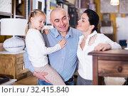 Купить «spouse with child is considering the options curbstone», фото № 32415840, снято 27 декабря 2017 г. (c) Яков Филимонов / Фотобанк Лори