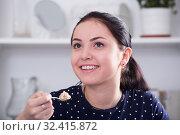 Купить «Smiling girl eating cereal», фото № 32415872, снято 9 апреля 2017 г. (c) Яков Филимонов / Фотобанк Лори