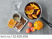 Купить «pot with hot mulled wine, orange slices and spices», фото № 32420656, снято 4 октября 2018 г. (c) Syda Productions / Фотобанк Лори