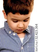 Porträt eines kleinen Jungen, Symbol für Kindheit, Unsicherheit, Schüchternheit. Стоковое фото, фотограф Zoonar.com/Erwin Wodicka / age Fotostock / Фотобанк Лори