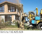 Probe drills for water. New houses on background. Стоковое фото, фотограф Deyan Ivanov Georgiev / easy Fotostock / Фотобанк Лори