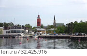 Купить «Раннее июньское утро в порту города Ханко. Финляндия», видеоролик № 32425916, снято 10 июня 2017 г. (c) Виктор Карасев / Фотобанк Лори