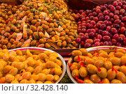 Купить «Sale of canned olives in the market», фото № 32428140, снято 8 июня 2018 г. (c) Наталья Волкова / Фотобанк Лори
