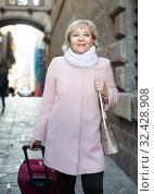 Купить «Cheerful woman with baggage in scarf», фото № 32428908, снято 27 ноября 2017 г. (c) Яков Филимонов / Фотобанк Лори