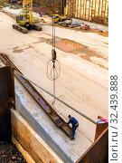 Купить «Russia, Samara, September 2016: Work of a crane on the construction of a tunnel.», фото № 32439888, снято 24 сентября 2016 г. (c) Акиньшин Владимир / Фотобанк Лори