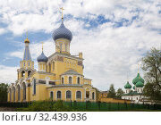 Yaroslavl, two churches of John Postnik (Andrew of Crete) of the beginning of the 20th century and Nicholas the Wonderworker in Melenki of the 17th century (2019 год). Стоковое фото, фотограф Юлия Бабкина / Фотобанк Лори