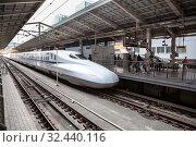 Купить «Type N700 bullet train departed for Shin-Osaka Station from Tokyo. Shinkansen high-speed train the Nozomi is for Japanese people only. Токио, Япония», фото № 32440116, снято 11 апреля 2013 г. (c) Кекяляйнен Андрей / Фотобанк Лори