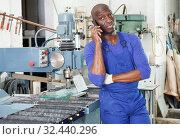 Купить «Worker talking on phone», фото № 32440296, снято 16 мая 2018 г. (c) Яков Филимонов / Фотобанк Лори