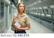 Купить «Attractive woman waiting for the subway train», фото № 32440816, снято 31 марта 2019 г. (c) Яков Филимонов / Фотобанк Лори